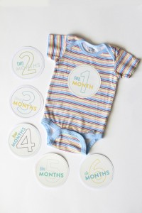 Diy_Monthly_Onesie_Baby_Stickers_Tutorial_Silhouette